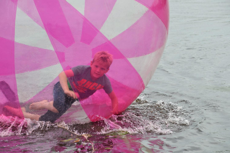 Lopen op het water - Aquabubble bij Restaurant Eetcafe Giethoorn